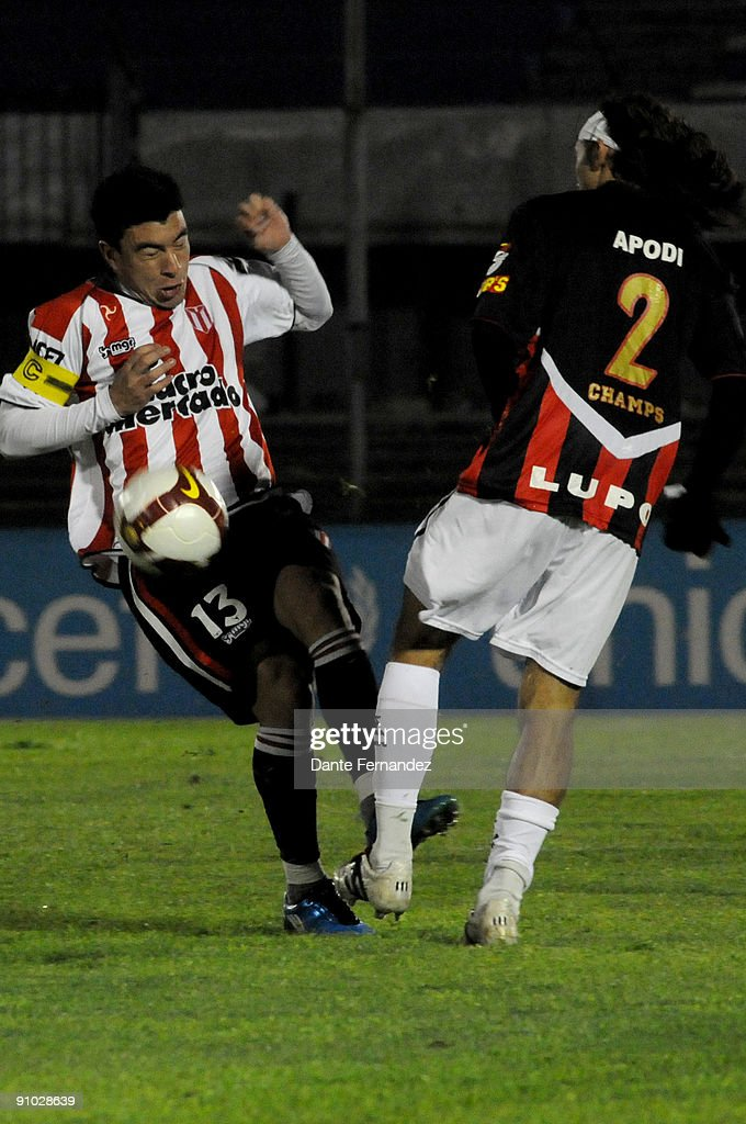 Jorge Rodriguez of Uruguay's River Plate vies for the ball with Apodi of Brazil's Vitoria during their match as part of the 2009 Nissan Copa...