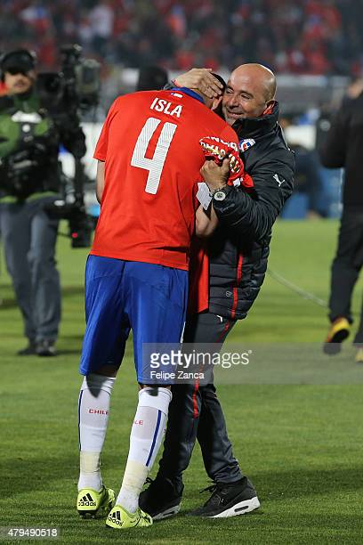 Jorge Sampaoli coach of Chile celebrate with Mauricio Isla after winning the 2015 Copa America Chile Final match between Chile and Argentina at...