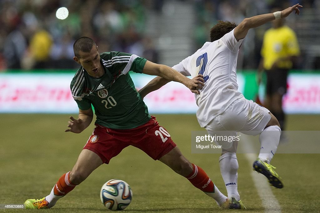 <a gi-track='captionPersonalityLinkClicked' href=/galleries/search?phrase=Jorge+Torres&family=editorial&specificpeople=540782 ng-click='$event.stopPropagation()'>Jorge Torres</a> of Mexico fights for the ball with Jin-Po Park of Korea during a FIFA friendly match between Mexico and South Korea at Alamodome Stadium on January 29, 2014 in San Antonio, United States.
