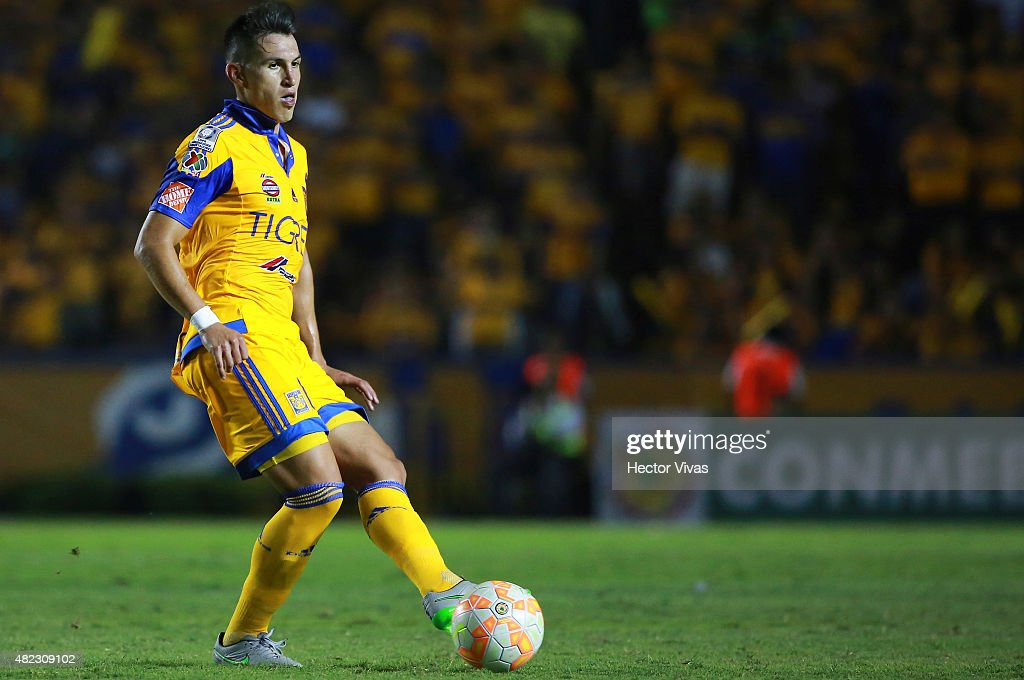 <a gi-track='captionPersonalityLinkClicked' href=/galleries/search?phrase=Jorge+Torres&family=editorial&specificpeople=540782 ng-click='$event.stopPropagation()'>Jorge Torres</a> of Tigres controls the ball during a first leg final match between Tigres UANL and River Plate as part of Copa Bridgestone Libertadores 2015 at Universitario Stadium on July 29, 2015 in Monterrey, Mexico.