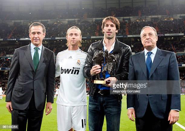 Jorge Valdano Guti Ruud Van Nistelrooy and Florentino Perez pose before the la Liga match between Real Madrid and Malaga at Estadio Santiago Bernabeu...