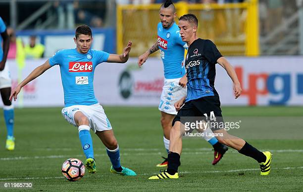 Jorginho of Napoli competes for the ball with Andrea Conti of Atalanta during the Serie A match between Atalanta BC and SSC Napoli at Stadio Atleti...