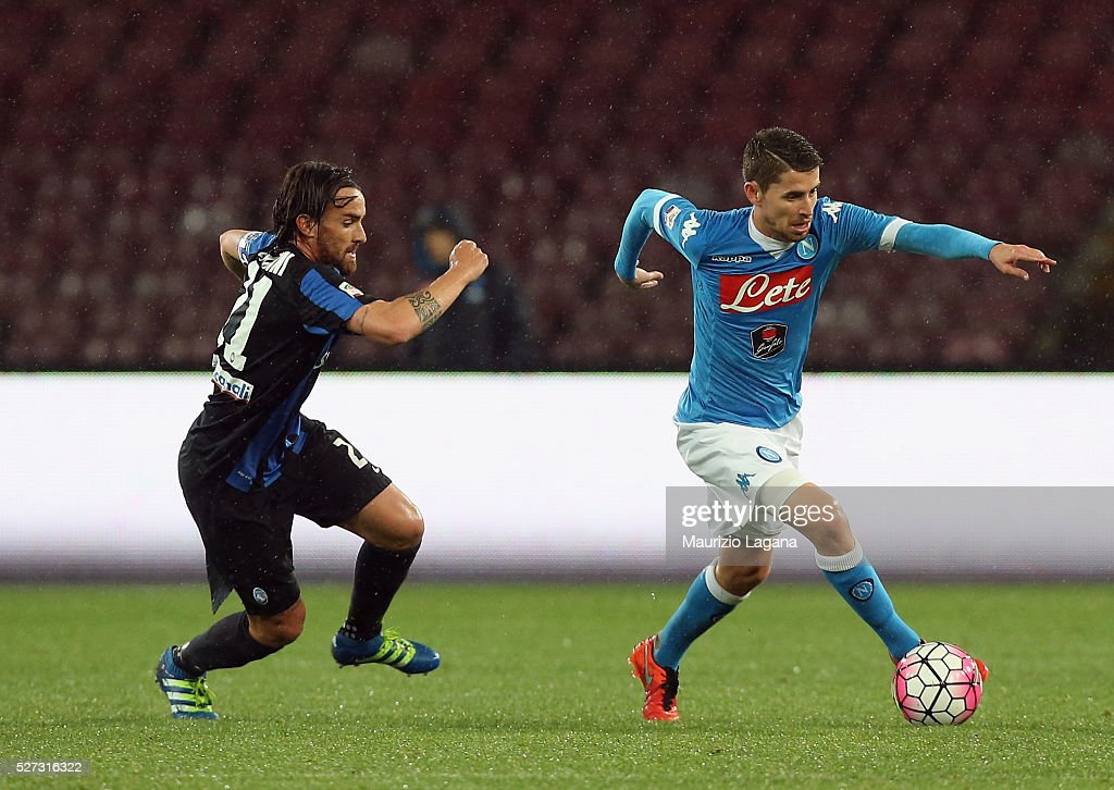 Jorginho (R) of Napoli competes for the ball with Luca Cigarini of Atalanta during the Serie A match between SSC Napoli and Atalanta BC at Stadio San Paolo on May 1, 2016 in Naples, Italy.