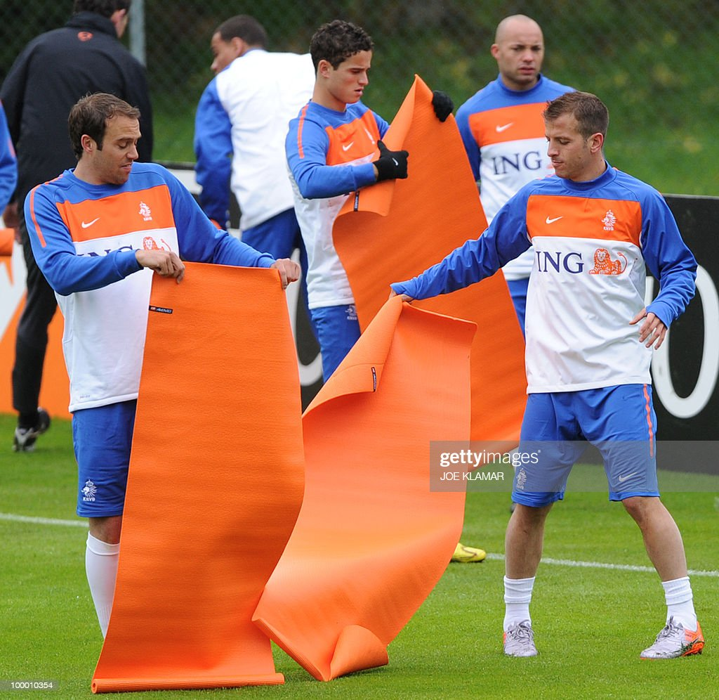 Joris Mathijsen (L) and Rafael Van Der Vaart (R) shake off their mats during their first practice session at their training camp in Tyrolian village in Seefeld on May 20, 2010, prior to the FIFA World cup 2010 in South Africa.