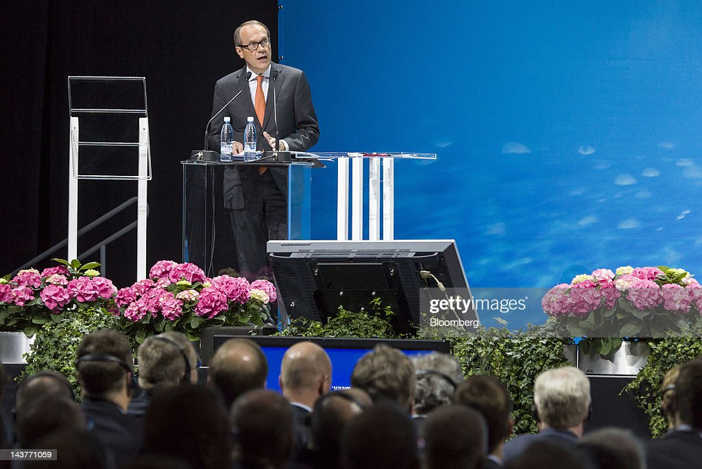 <a gi-track='captionPersonalityLinkClicked' href=/galleries/search?phrase=Jorma+Ollila&family=editorial&specificpeople=619838 ng-click='$event.stopPropagation()'>Jorma Ollila</a>, outgoing chairman of Nokia Oyj, speaks to shareholders during an annual general meeting in Helsinki, Finland, on Thursday, May 3, 2012. Nokia Oyj's current strategy can turn around the business, said Risto Siilasmaa, who is set to become chairman of the Finnish mobile-phone maker today. Photographer: Tomi Setala/Bloomberg via Getty Images