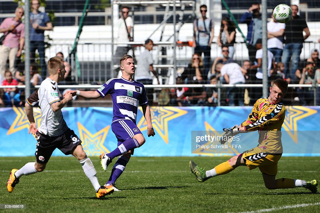 Jorn Vancamp of RSC Anderlecht (C) misses a chance at goal against goalkeeper Tim Burgemeister of FC St. Pauli during the FIFA Blue Stars 2016/FIFA Youth Cup on May 5, 2016 in Zurich, Switzerland.