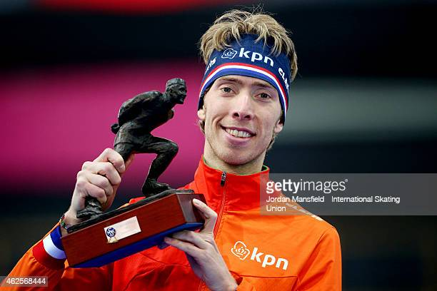 Jorrit Bergsma of the Netherlands poses for a photo after recieving the Oscar Mathisen Award on day 1 of the ISU Speed Skating World Cup at the Hamar...