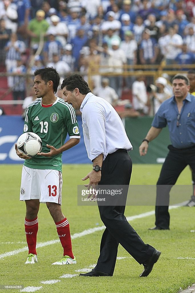 José Manuel de la Torre, coach of Mexico reacts during a match between Mexico and Honduras as part of the Concacaf Qualifiers at Olimpico de San Pedro Sula stadium on March 22, 2013 in San Pedro Sula, Honduras.