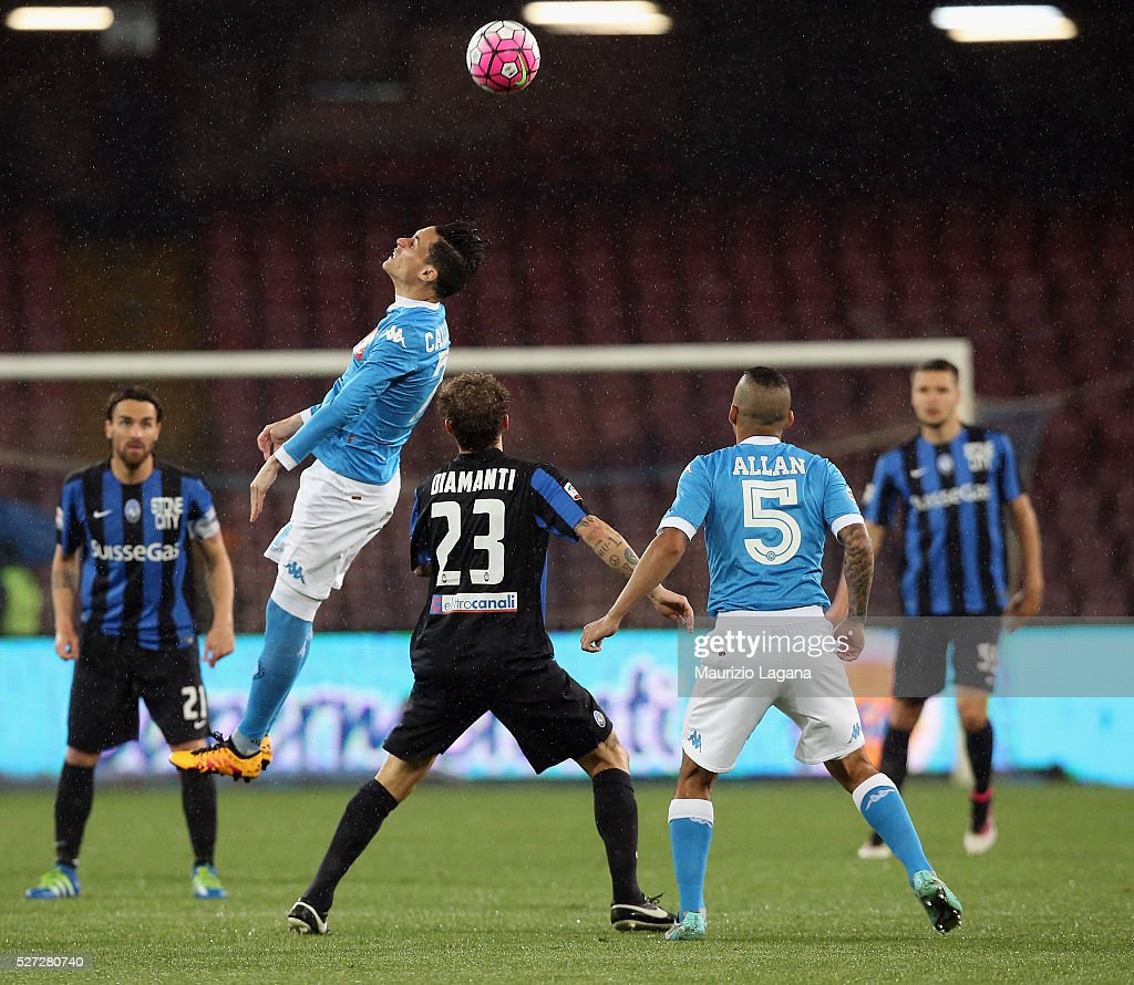 Jos�� Maria Callejon (L) of Napoli competes for the ball with <a gi-track='captionPersonalityLinkClicked' href=/galleries/search?phrase=Alessandro+Diamanti&family=editorial&specificpeople=4891338 ng-click='$event.stopPropagation()'>Alessandro Diamanti</a> of Atalanta during the Serie A match between SSC Napoli and Atalanta BC at Stadio San Paolo on May 1, 2016 in Naples, Italy.