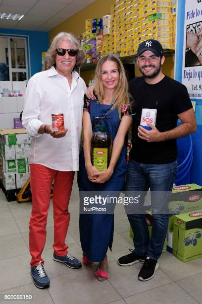 José Mercé Emiliano Suárez and Carola Baleztena pay a visit to the food bank of Messengers of Peace in Madrid Spain June 27 2017