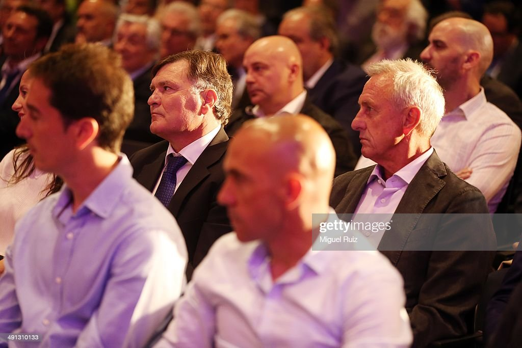 Jose Antonio Camacho and <a gi-track='captionPersonalityLinkClicked' href=/galleries/search?phrase=Johan+Cruyff&family=editorial&specificpeople=235826 ng-click='$event.stopPropagation()'>Johan Cruyff</a> pay attention during the farewell press conference as Puyol leaves FC Barcelona at the Auditorium 1899 on May 15, 2014 in Barcelona, Spain.