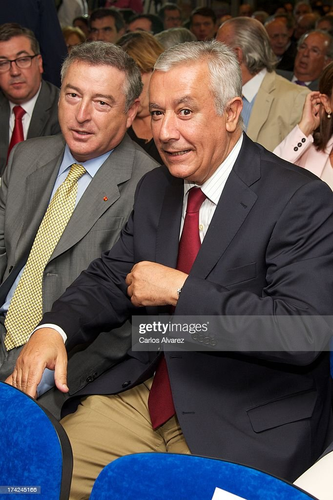 Jose Antonio Sanchez (L) and PP vice secretary Javier Arenas (R) attend the 'La Razon' newspaper meeting on July 22, 2013 in Madrid, Spain. Maria Dolores de Cospedal has said that the prime minister will go to parliament to talk about corruption cases involving the government.