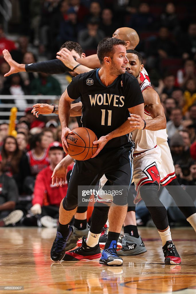 Jose Barea #11 of the Minnesota Timberwolves looks to pass the ball against the Chicago Bulls on January 27, 2014 at the United Center in Chicago, Illinois.