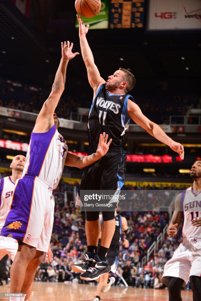 <a gi-track='captionPersonalityLinkClicked' href=/galleries/search?phrase=Jose+Barea&family=editorial&specificpeople=883866 ng-click='$event.stopPropagation()'>Jose Barea</a> #11 of the Minnesota Timberwolves shoots against <a gi-track='captionPersonalityLinkClicked' href=/galleries/search?phrase=Jared+Dudley&family=editorial&specificpeople=224071 ng-click='$event.stopPropagation()'>Jared Dudley</a> #3 of the Phoenix Suns on February 26, 2013 at U.S. Airways Center in Phoenix, Arizona.