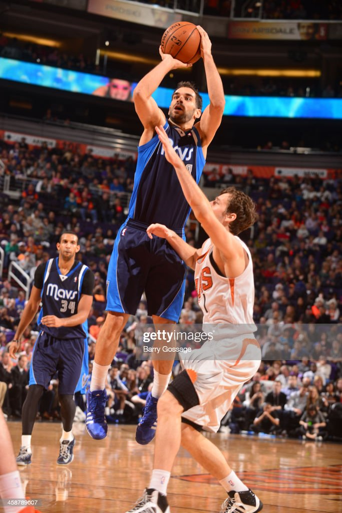 <a gi-track='captionPersonalityLinkClicked' href=/galleries/search?phrase=Jose+Calderon&family=editorial&specificpeople=548297 ng-click='$event.stopPropagation()'>Jose Calderon</a> #8 of the Dallas Mavericks shoots against the Phoenix Suns on December 21, 2013 at U.S. Airways Center in Phoenix, Arizona.