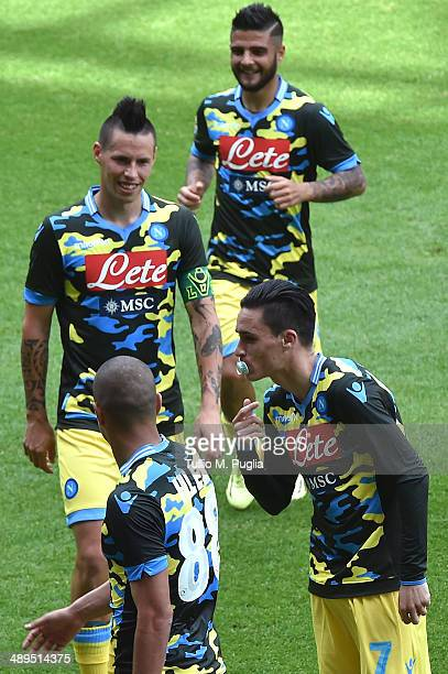 Jose Callejon Bueno of Napoli celebrates with team mates after scoring his team's third goal during the Serie A match between UC Sampdoria and SSC...