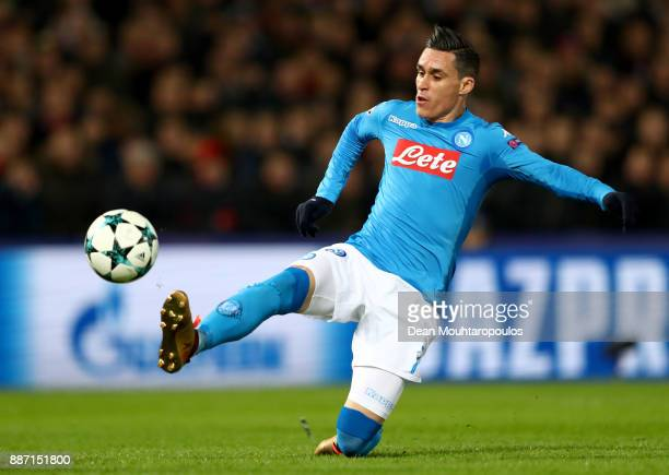 Jose Callejon of SSC Napoli stretches for the ball during the UEFA Champions League group F match between Feyenoord and SSC Napoli at Feijenoord...