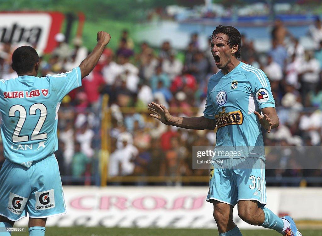 Jose Carlos Fernandez of Sporting Cristal celebrates a scored goal against Union Comercio during a match between Union Comercio and Sporting Cristal as part of the Torneo Descentralizado at IDP of Moyabamba stadium on November 16, 2013 in Moyabamba, Peru.