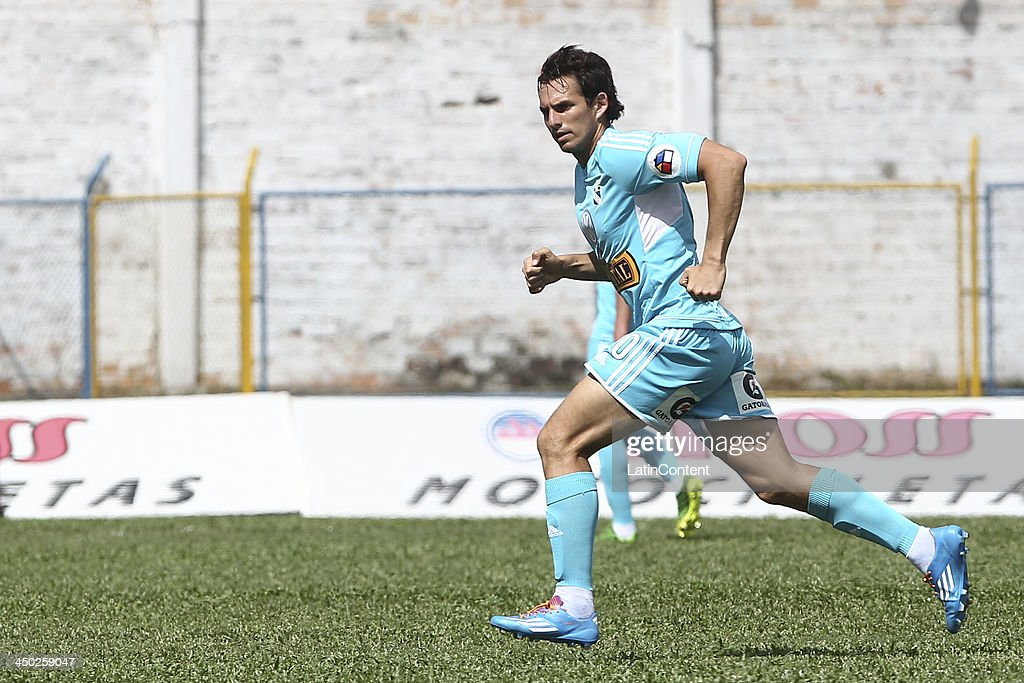 Jose Carlos Fernandez of Sporting Cristal in action during a match between Union Comercio and Sporting Cristal as part of the Torneo Descentralizado at IDP of Moyabamba stadium on November 16, 2013 in Moyabamba, Peru.