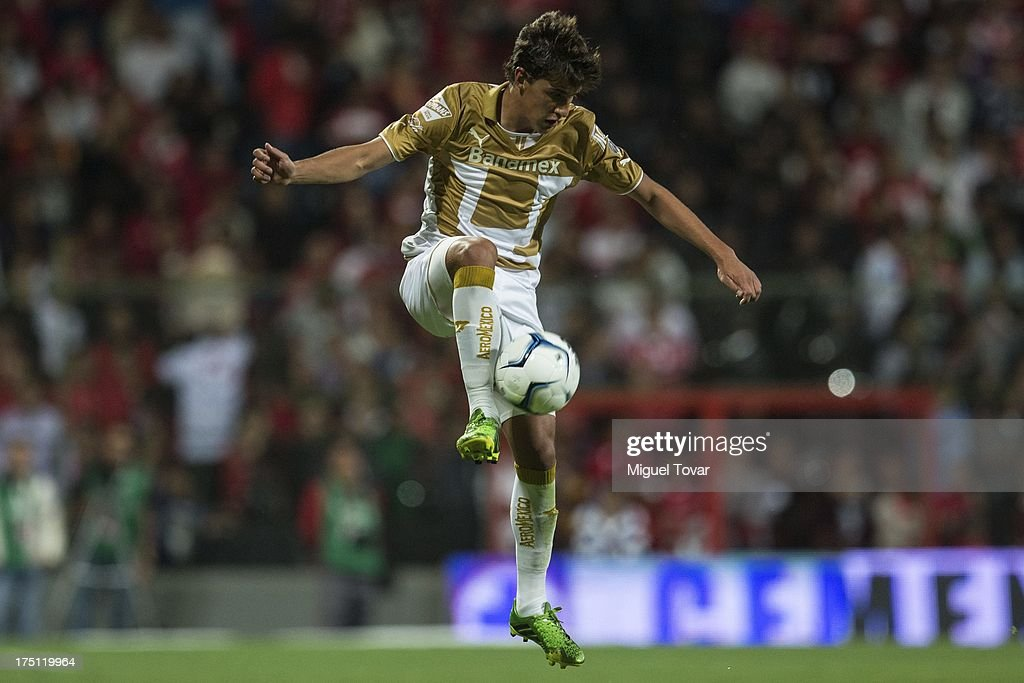 Jose Carlos Van Rankin of Pumas controls the ball during a match between Toluca and Pumas as part of the Torneo Apertura 2013 Liga MX at Nemesio Siez stadium, on July 31, 2013 in Toluca, Mexico.