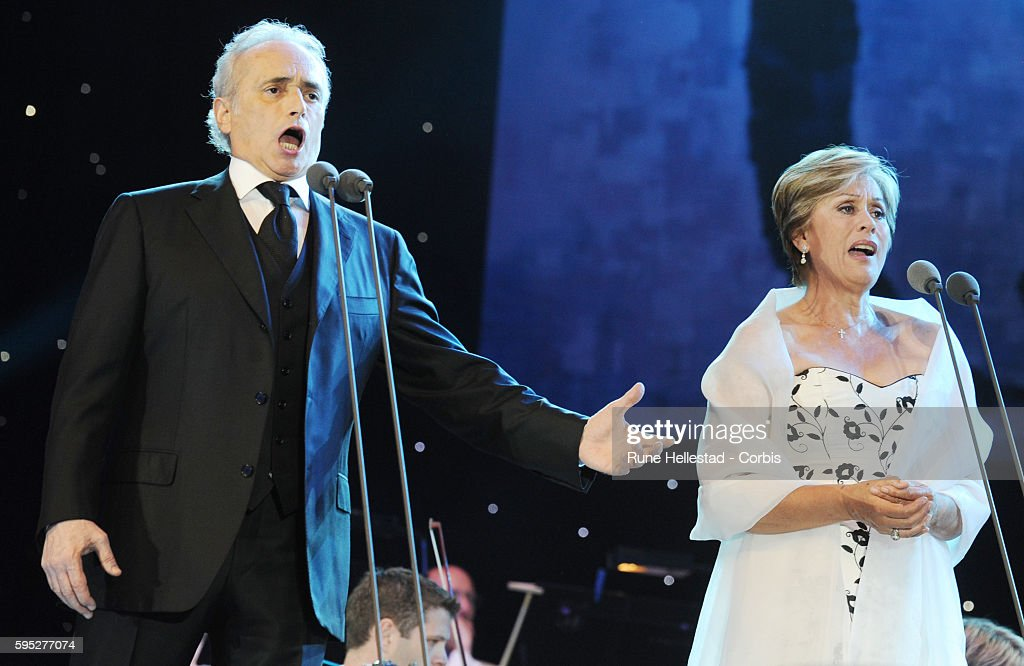 Jose Carreras and Kiri Te Kanawa perform at the 'Last Night Of The Proms' in Hyde Park.