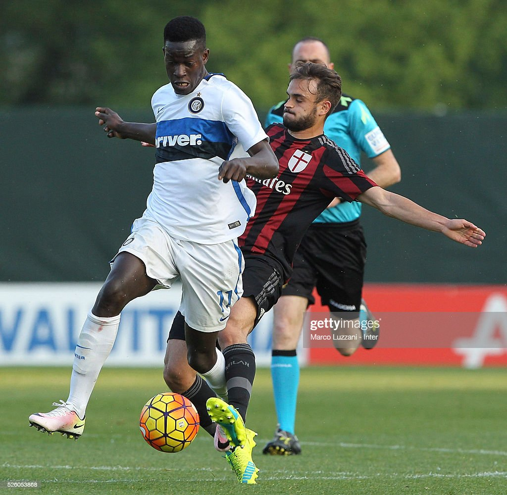Jose Correia of FC Internazionale competes for the ball with Guido Turano of AC Milan during the juvenile match between AC Milan and FC Internazionale at Centro Sportivo Giuriati on April 29, 2016 in Milan, Italy.