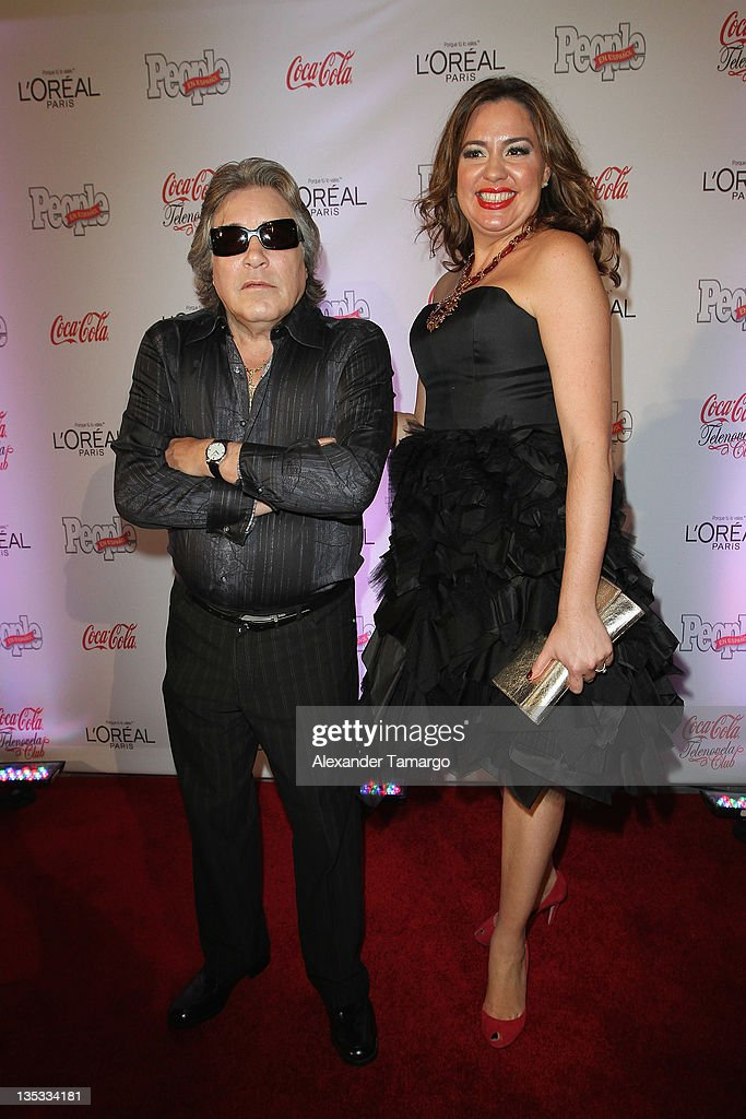 <a gi-track='captionPersonalityLinkClicked' href=/galleries/search?phrase=Jose+Feliciano&family=editorial&specificpeople=727260 ng-click='$event.stopPropagation()'>Jose Feliciano</a> and Publisher Monique Manso attend People en Espanol's Las Estrellas del Ano 2011 at Rubell Family Collection on December 8, 2011 in Miami, Florida.