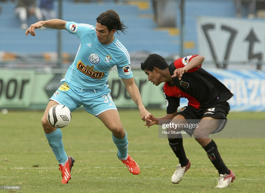Jose Fernandez (L) of Sporting Cristal fights for the ball with Giovany Morales (R) of Melgar FC during a match between Sporting Cristal and Melgar FC as part of the Torneo Descentralizado 2013 at Alberto Gallardo Stadium on July 14, 2013 in Lima, Peru.