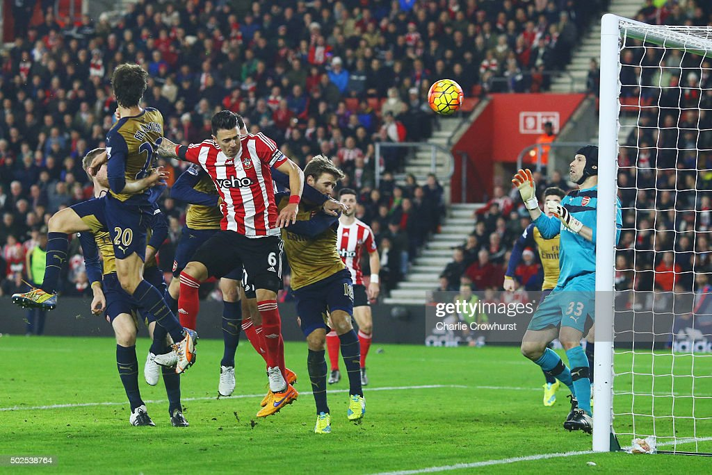 Jose Fonte of Southampton (6) scores their third goal past goalkeeper <a gi-track='captionPersonalityLinkClicked' href=/galleries/search?phrase=Petr+Cech&family=editorial&specificpeople=212890 ng-click='$event.stopPropagation()'>Petr Cech</a> of Arsenal during the Barclays Premier League match between Southampton and Arsenal at St Mary's Stadium on December 26, 2015 in Southampton, England.