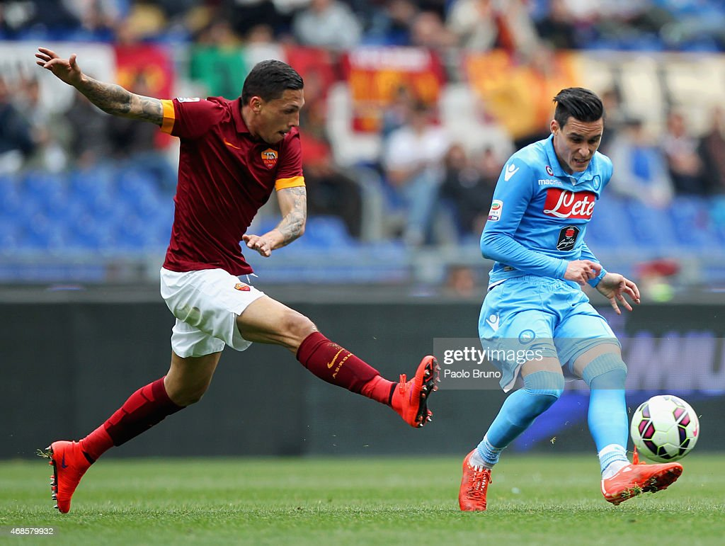 Jose Holebas (L) AS Roma competes for the ball with Jose Callejon of SSC Napoli during the Serie A match between AS Roma and SSC Napoli at Stadio Olimpico on April 4, 2015 in Rome, Italy.