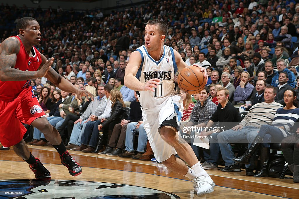 Jose Juan Barea #11 of the Minnesota Timberwolves drives to the basket against <a gi-track='captionPersonalityLinkClicked' href=/galleries/search?phrase=Eric+Bledsoe&family=editorial&specificpeople=6480906 ng-click='$event.stopPropagation()'>Eric Bledsoe</a> #12 of the Los Angeles Clippers on January 30, 2013 at Target Center in Minneapolis, Minnesota.