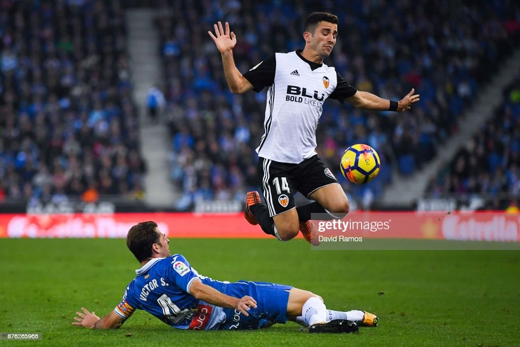 Jose Luis Gaya of Valencia CF competes for the ball with Victor Sanchez of RCD Espanyol during the La Liga match between Espanyol and Valencia at Cornella - El Prat stadium on November 19, 2017 in Barcelona, Spain.