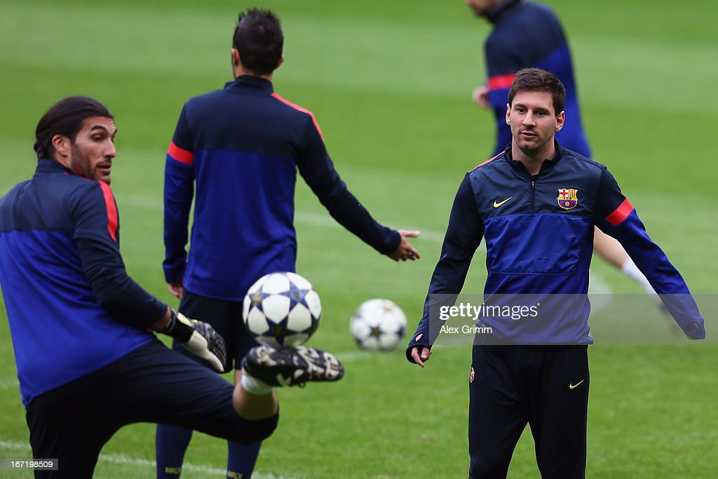 Jose Manuel Pinto (L) and Lionel Messi juggle with the ball during a FC Barcelona press conference ahead of their UEFA Champions League Semi Final first leg match against FC Bayern Muenchen on April 22, 2013 in Munich, Germany.