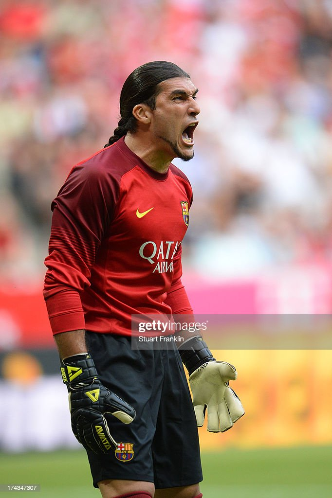 <a gi-track='captionPersonalityLinkClicked' href=/galleries/search?phrase=Jose+Manuel+Pinto&family=editorial&specificpeople=708358 ng-click='$event.stopPropagation()'>Jose Manuel Pinto</a> of Barcelona reacts during the Uli Hoeness Cup match between FC Bayern Muenchen and FC Barcelona at Allianz Arena on July 24, 2013 in Munich, Germany.