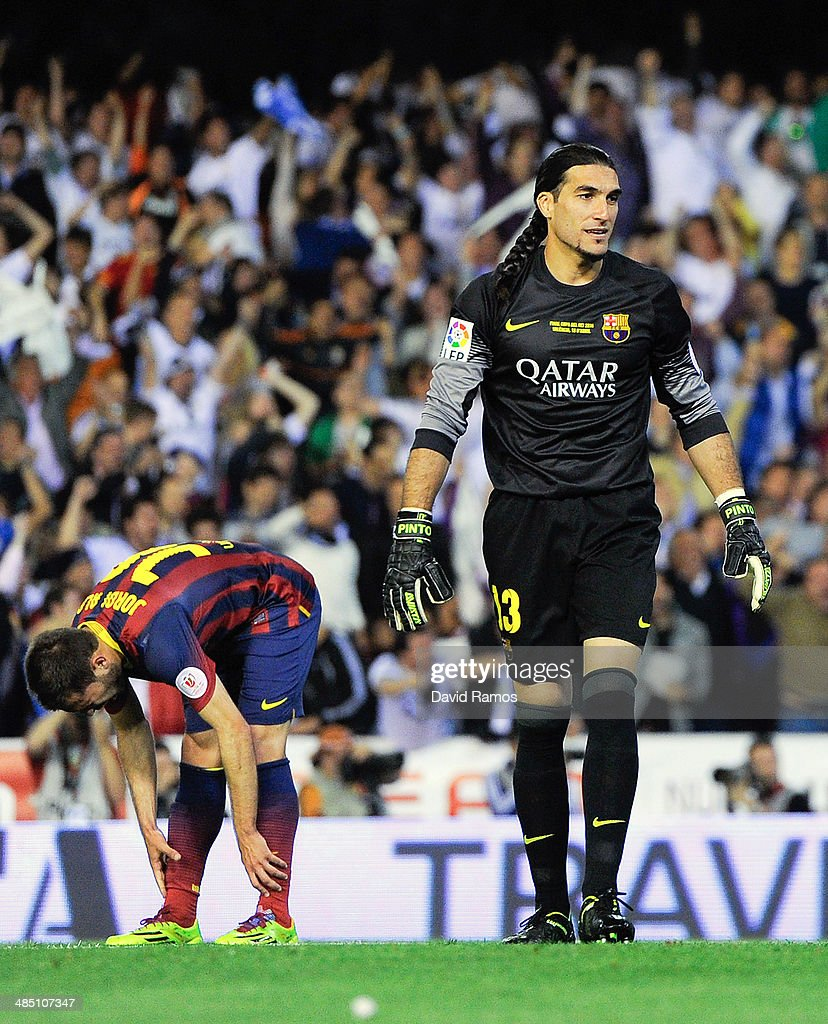 <a gi-track='captionPersonalityLinkClicked' href=/galleries/search?phrase=Jose+Manuel+Pinto&family=editorial&specificpeople=708358 ng-click='$event.stopPropagation()'>Jose Manuel Pinto</a> of FC Barcelona reacts after <a gi-track='captionPersonalityLinkClicked' href=/galleries/search?phrase=Angel+Di+Maria&family=editorial&specificpeople=4110691 ng-click='$event.stopPropagation()'>Angel Di Maria</a> of Real Madrid CF scored the opening goal during the Copa del Rey Final between Real Madrid and FC Barcelona at Estadio Mestalla on April 16, 2014 in Valencia, Spain.