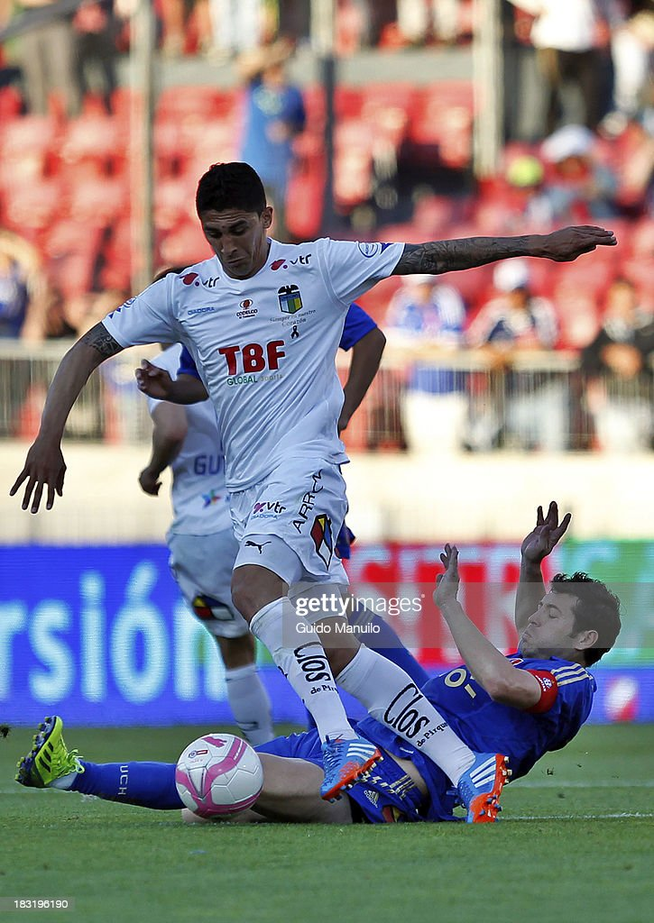 Jose Manuel Rojas of U de Chile fights for the ball with Ramon Fernandez of O'Higgins during a match between O'Higgins and U de Chile as part of the Torneo Apertura at National Stadium, on October 05, 2013 in Santiago, Chile.