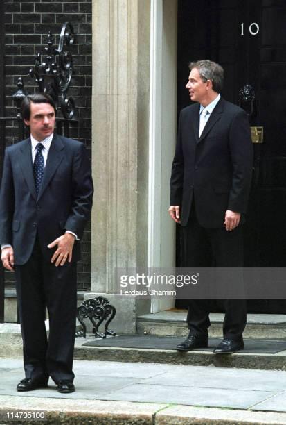 Jose Maria Aznar and Tony Blair during Spanish Prime Minister Jose Maria Ajnar meets Tony Blair April 23 2003 at 10 Downing Street London in London...
