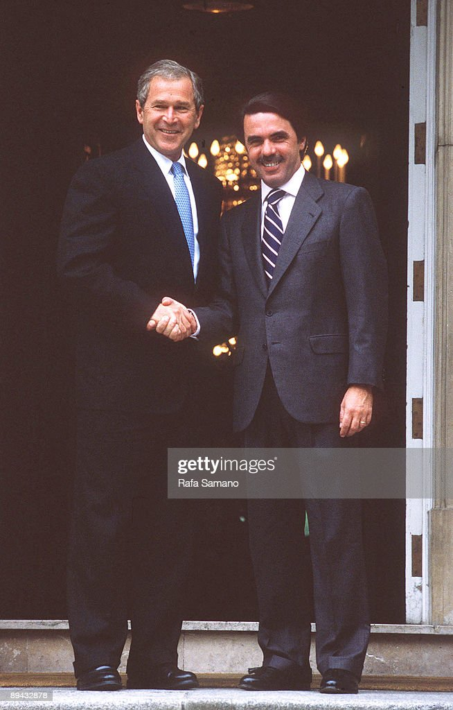 ¿Cuánto mide José María Aznar? Jose-maria-aznar-receives-george-bush-in-the-moncloa-in-his-first-picture-id89432878