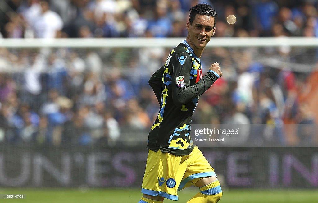 Jose Maria Callejon of SSC Napoli celebrates his goal during the Serie A match between UC Sampdoria and SSC Napoli at Stadio Luigi Ferraris on May 11...