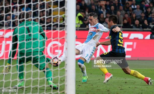 Jose Maria Callejon of SSC Napoli scores the opening goal during the Serie A match between FC Internazionale and SSC Napoli at Stadio Giuseppe Meazza...