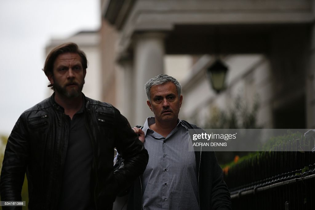 Jose Mourinho (R) arrives back at his home in central London on May 25, 2016. Manchester United were locked in a second day of talks with Jose Mourinho's agents on Wednesday, hammering out a deal to sweep the controversial Portuguese boss into Old Trafford. / AFP / ADRIAN