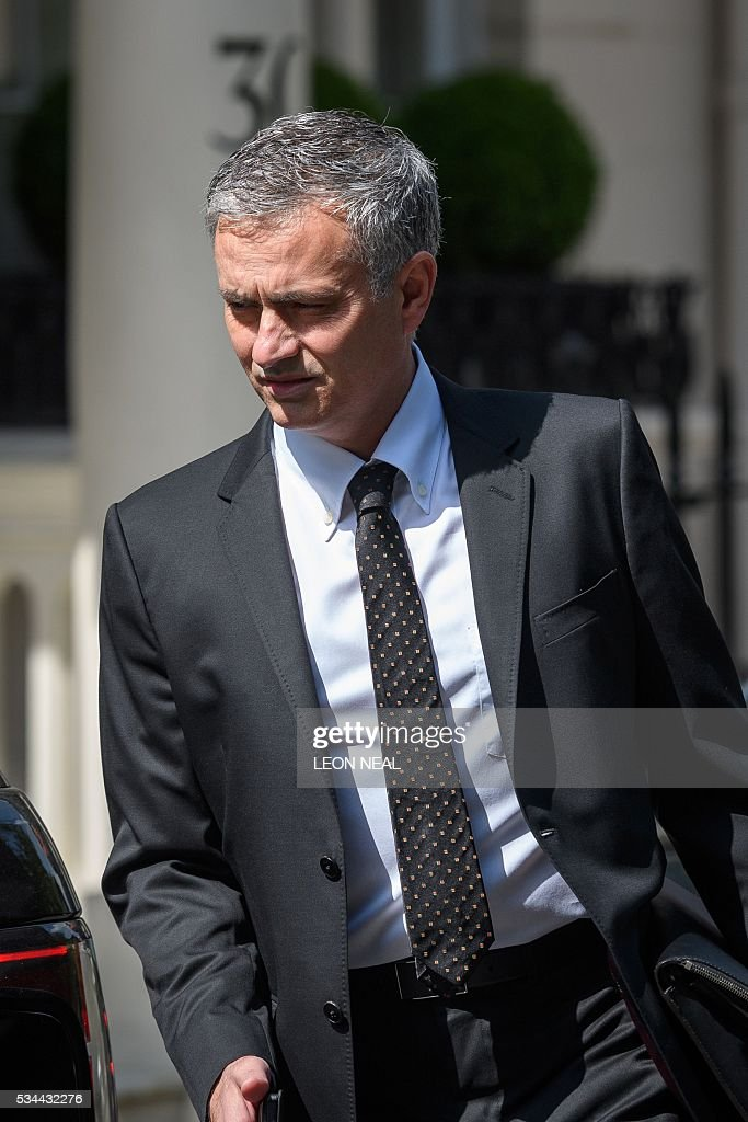 Jose Mourinho leaves his home in central London on May 26, 2016. The prospect of Jose Mourinho becoming Manchester United's next boss has unleashed hopes across Europe of a mega-spending spree by the English giants to get back into the elite. / AFP / LEON
