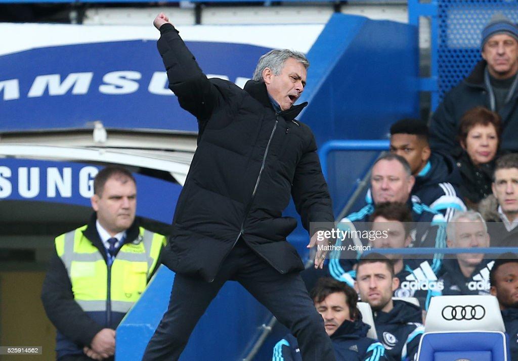 Soccer - Barclays Premier League - Chelsea v Newcastle United : News Photo