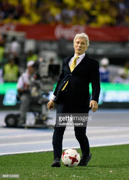 Jose Pekerman coach of Colombia gestures during a match between Colombia and Paraguay as part of FIFA 2018 World Cup Qualifiers at Metropolitano...