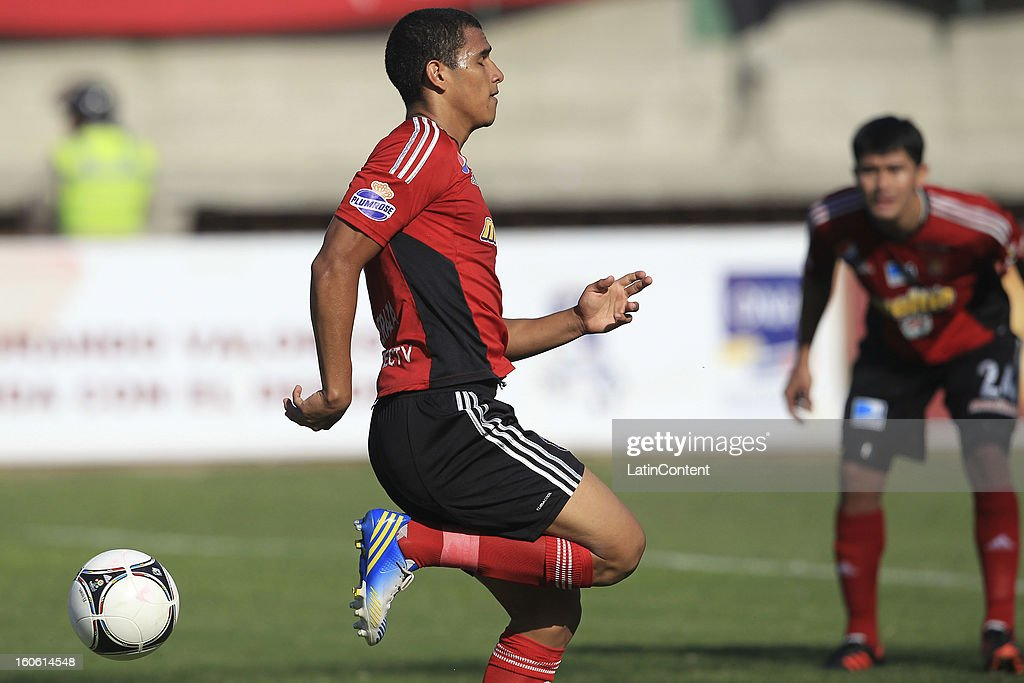 Jose Peraza of Caracas FC in action during a match between Caracas FC and Atletico Venezuela as part of the Torneo Clausura 2013 at Brigido Iriarte Stadium on February 03, 2013 in Caracas, Venezuela.