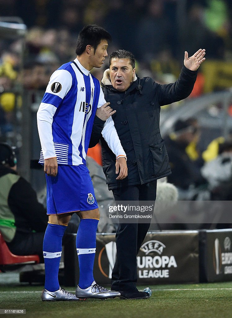 <a gi-track='captionPersonalityLinkClicked' href=/galleries/search?phrase=Jose+Peseiro&family=editorial&specificpeople=2204654 ng-click='$event.stopPropagation()'>Jose Peseiro</a> manager of FC Porto instructs to <a gi-track='captionPersonalityLinkClicked' href=/galleries/search?phrase=Suk+Hyun-Jun&family=editorial&specificpeople=8538693 ng-click='$event.stopPropagation()'>Suk Hyun-Jun</a> of FC Porto on the sideline prior to bringing him in during the UEFA Europa League round of 32 first leg match between Borussia Dortmund and FC Porto at Signal Iduna Park on February 18, 2016 in Dortmund, Germany.