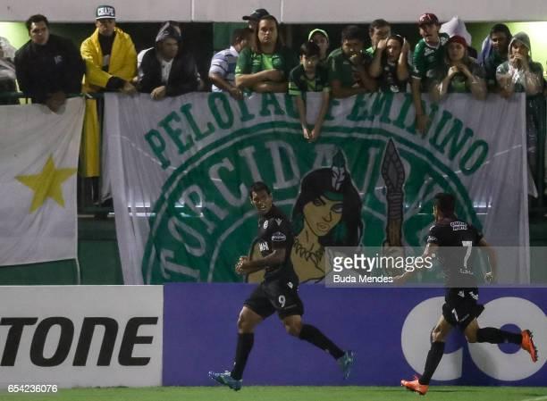 Jose Sand of Lanus celebrates a scored goal during a match between Chapecoense and Lanus as part of Copa Bridgestone Libertadores 2017 at Arena Conda...