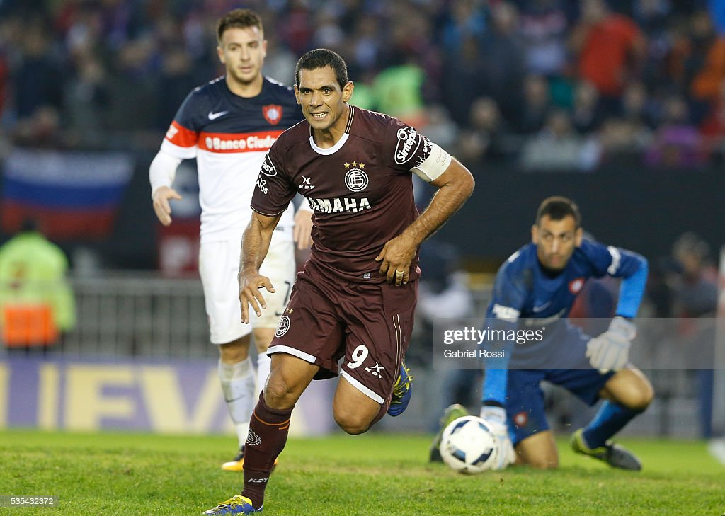Jose Sand of Lanus celebrates after scoring the third goal of his team during a final match between San Lorenzo and Lanus as part of Torneo Transicion 2016 at Monumental Stadium on May 29, 2016 in Buenos Aires, Argentina.