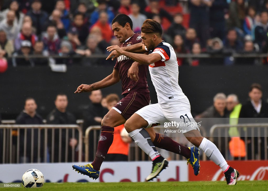 Jose Sand of Lanus fights for the ball with Emanuel Mas of San Lorenzo during a final match between San Lorenzo and Lanus as part of Torneo Transicion 2016 at Monumental Stadium on May 29, 2016 in Buenos Aires, Argentina.