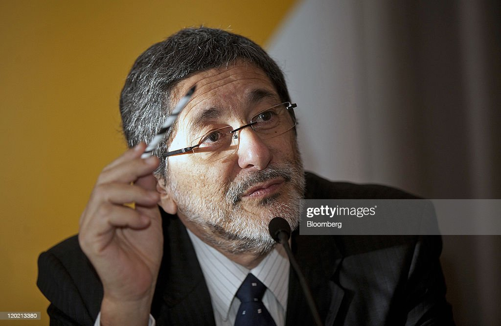 Jose Sergio Gabrielli chief executive officer of Petroleo Brasileiro SA gestures during a news conference in London UK on Monday Aug1 2011 Petroleo...